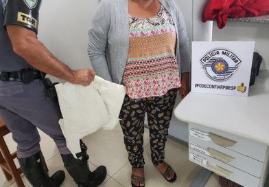 Boliviana é flagrada com cocaína em panos amarrados nas pernas em Assis